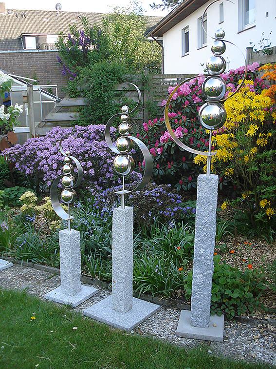 Garten-Kunst-Objekte: Das Objekt Segel im Wind gibt es in den Größen 2,10 Meter (sollte eingegraben werden) sowie 1,60 Meter (auf Granitplatte) und 1,25 Meter (auf Granitplatte).
