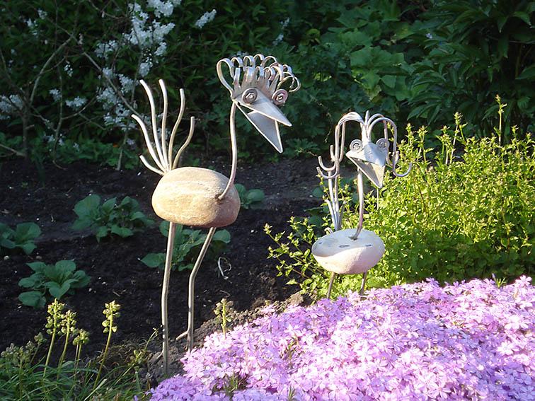 Garten-Kunst-Objekte: Die Vögel biete ich in ganz unterschiedlichen Modellen und Größen.